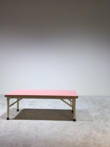 2ピンクテーブル
