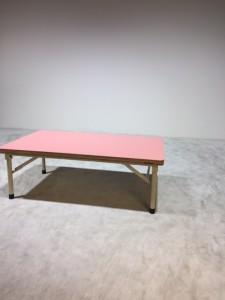3ピンクテーブル